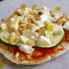 Pita pizza's met courgette en feta