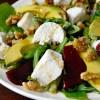 Salade met bietjes, geitenkaas en honing-balsamico dressing