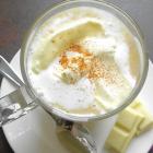 Warme witte-chocolademelk