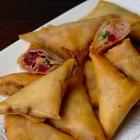 Samosa's met rode biet en geitenkaas uit Vlees noch Vis