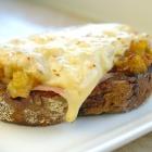 Ovenbroodje met ham, witlof en komijnekaas