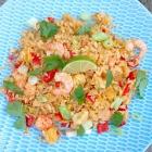 Tropische rijst met ananas, kip en garnalen