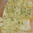 Basiskoken #9: Zo maak je zelf knoflookbrood
